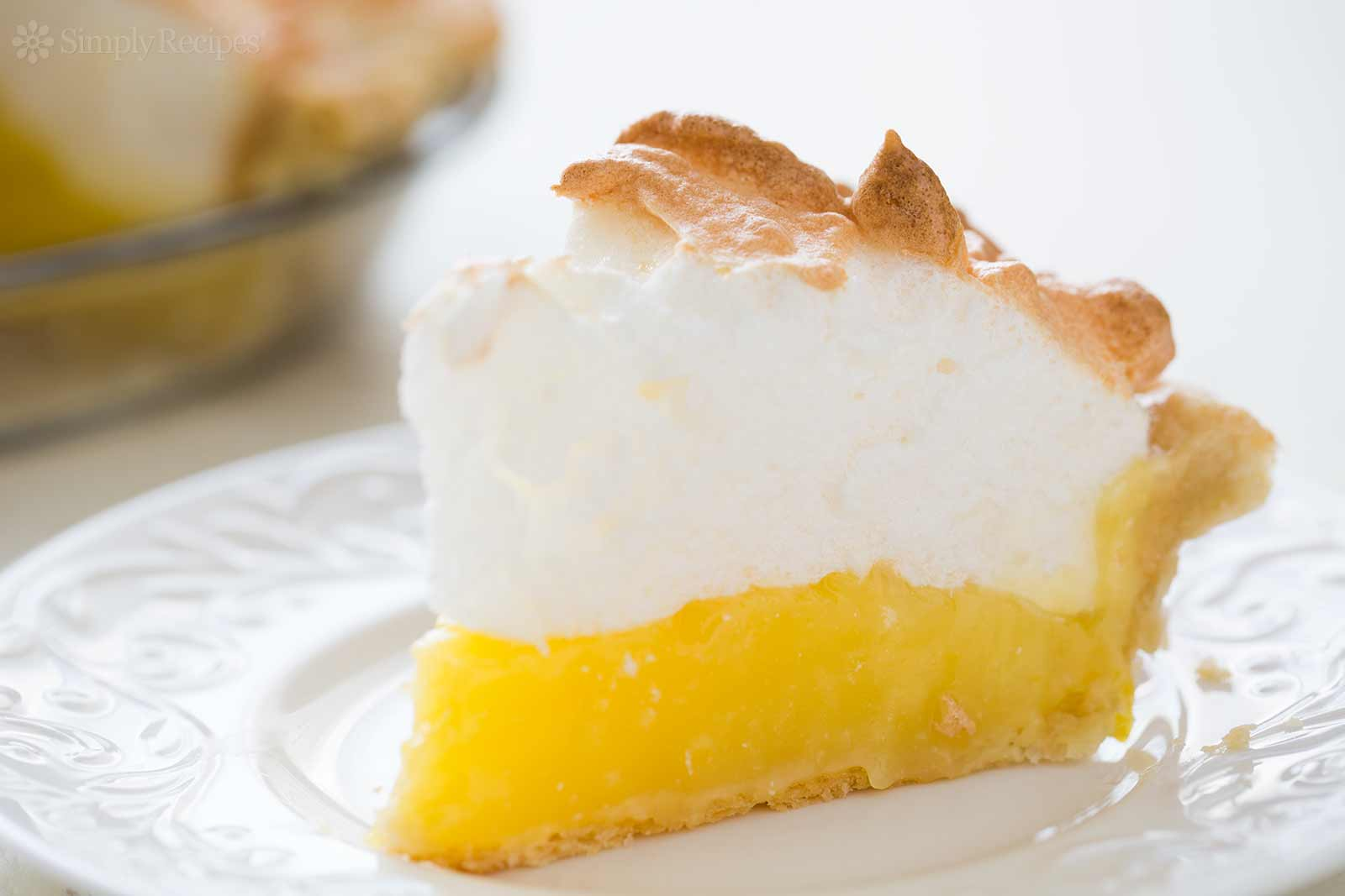 lemon-meringue-pie-horiz-b-1600